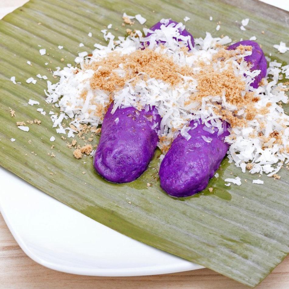 filipino dessert called puto bumbong
